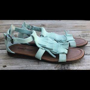 """NWOT Minnetonka """"maui"""" fringe sandals size 6"""